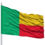 Bandera de Benin en asta de bandera Imagen de archivo libre de regalías