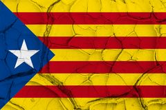 Bandera de Cataluña de la independencia en fondo agrietado de la textura Imagen de archivo libre de regalías