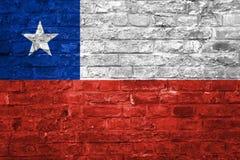 Bandera de Chile sobre un viejo fondo de la pared de ladrillo, superficie libre illustration