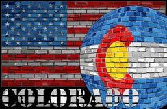 Bandera de Colorado en el fondo de la bandera de los E.E.U.U. Imágenes de archivo libres de regalías