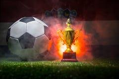 Bandera de Croacia, campeón de oro \ 'taza de s y balón de fútbol Deporte del concepto Imágenes de archivo libres de regalías