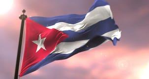 Bandera de Cuba que agita en el viento en lento en la puesta del sol, lazo ilustración del vector