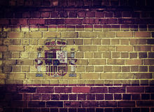 Bandera de España del Grunge en una pared de ladrillo Fotos de archivo libres de regalías