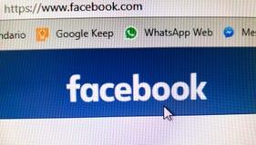 Bandera de Facebook URL de la red social Google guardan y las señales de WhatsApp imagen de archivo libre de regalías