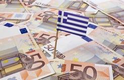 Bandera de Grecia que se pega en 50 billetes de banco euro (serie) Imágenes de archivo libres de regalías