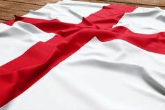 Bandera de Inglaterra en un fondo de madera del escritorio Opini?n superior de la bandera inglesa de seda fotos de archivo libres de regalías