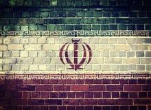 Bandera de Irán del Grunge en una pared de ladrillo Foto de archivo