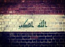 Bandera de Iraq del Grunge en una pared de ladrillo Imagen de archivo libre de regalías
