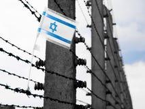 Bandera de Israel en el barbwire Foto de archivo libre de regalías