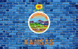 Bandera de Kansas en una pared de ladrillo Foto de archivo libre de regalías