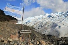Bandera de la Argentina en Perito Moreno Glacier, Patagonia la Argentina Imágenes de archivo libres de regalías