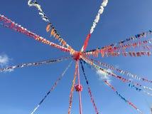 Bandera de la celebración de días festivos del multicolor, cintas del partido imagenes de archivo