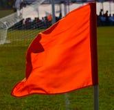 Bandera de la esquina de un campo de fútbol Imagen de archivo libre de regalías