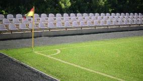 Bandera de la esquina en campo de fútbol metrajes