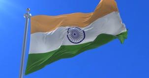 Bandera de la India que agita en el viento en lento en el cielo azul, lazo libre illustration