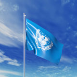 Bandera de la O.N.U que agita Foto de archivo libre de regalías