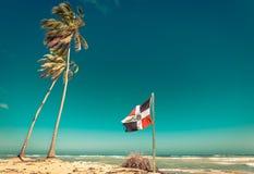 Bandera de la República Dominicana en la playa fotografía de archivo libre de regalías