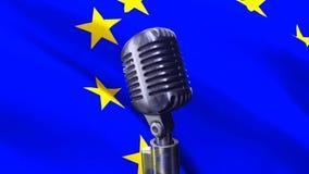 Bandera de la UE y del micrófono clásico almacen de video