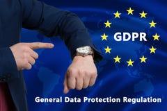 Bandera de la unión europea con el texto del tiempo de GDPR imagenes de archivo