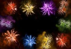 Bandera de los días de fiesta Cielo nocturno colorido de la oscuridad de los fuegos artificiales fondo de la Feliz Año Nuevo Foto de archivo