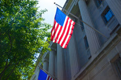 Bandera de los E.E.U.U. en el Ministerio de Justicia Fotografía de archivo libre de regalías