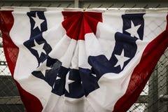 Bandera de los Estados Unidos de América en la puerta Imagenes de archivo