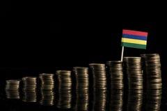 Bandera de Mauricio con la porción de monedas aisladas en negro fotografía de archivo libre de regalías