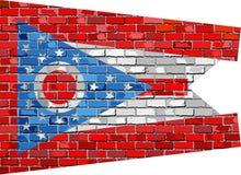 Bandera de Ohio en una pared de ladrillo Foto de archivo libre de regalías