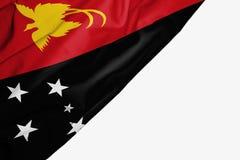 Bandera de Pap?a Nueva Guinea de la tela con el copyspace para su texto en el fondo blanco ilustración del vector