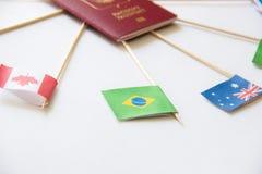 Bandera de papel brasileña entre otras banderas de países en el fondo blanco Fotos de archivo