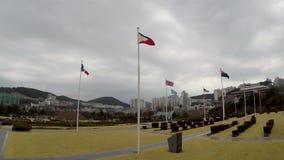 Bandera de Philliphine que agita en el aire del cementerio conmemorativo de la O.N.U en Busán, Corea del Sur, Asia metrajes