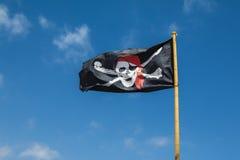 Bandera de pirata en el viento Fotografía de archivo libre de regalías