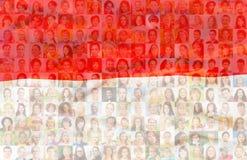 Bandera de Polonia con los retratos de la gente polaca imagenes de archivo