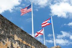 Bandera de Puerto Rico con la bandera de los E.E.U.U. Fotos de archivo