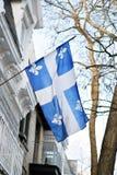 Bandera de Quebec en Montreal billowing en la brisa Imágenes de archivo libres de regalías