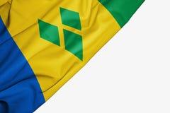 Bandera de San Vicente y las Granadinas de la tela con el copyspace para su texto en el fondo blanco ilustración del vector