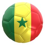 Bandera de Senegal en una bola del fútbol Foto de archivo