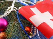 Bandera de Suiza con la decoración de la Navidad, Año Nuevo Foto de archivo