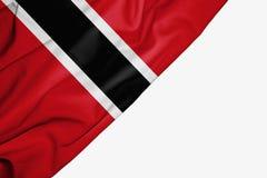 Bandera de Trinidad and Tobago de la tela con el copyspace para su texto en el fondo blanco stock de ilustración