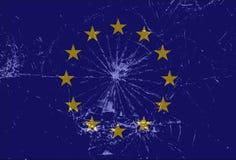 Bandera de unión europea rota, vidrio agrietado, Brexit, Grexit, fondo de la UE Foto de archivo