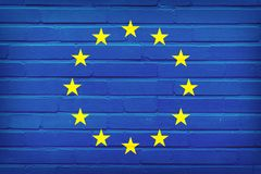Bandera de uni?n europea pintada en la pared de ladrillo Fondo de la textura stock de ilustración