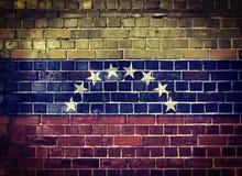 Bandera de Venezuela del Grunge en una pared de ladrillo Fotografía de archivo