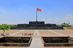 Bandera de Vietnam en Hue Imperial City, patrimonio mundial de la UNESCO de Vietnam imagen de archivo libre de regalías