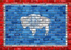 Bandera de Wyoming en una pared de ladrillo Imagenes de archivo
