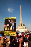 Bandera de Yingluck y de Thaksin derrotados por Suthep Imagenes de archivo