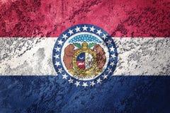 Bandera del estado de Missouri del Grunge Texto del grunge del fondo de la bandera de Missouri imagen de archivo