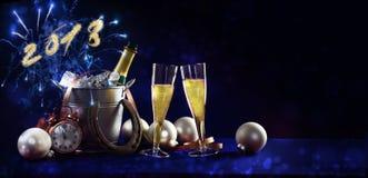 Bandera del fondo de la celebración del Año Nuevo con el texto 2018, champán Fotos de archivo