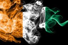 Bandera del humo de Ivoire del ` de Cote d ilustración del vector