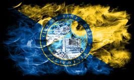 Bandera del humo de la ciudad de Santa Ana, estado de California, los Estados Unidos de América Imágenes de archivo libres de regalías