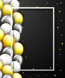 Bandera del partido del feliz cumpleaños de la celebración con los globos de oro Imagenes de archivo